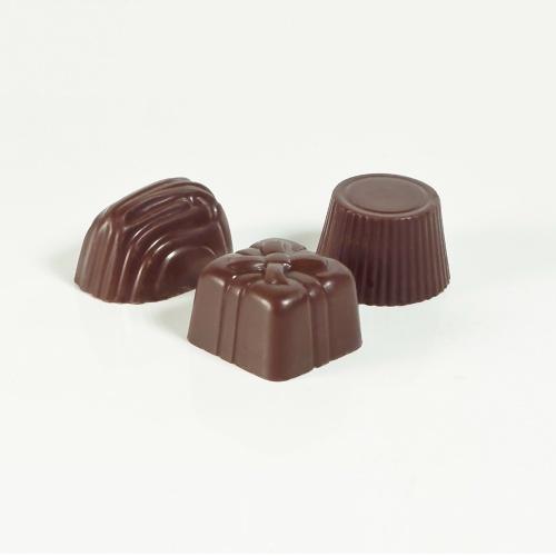 Bombón de chocolate negro relleno sin...